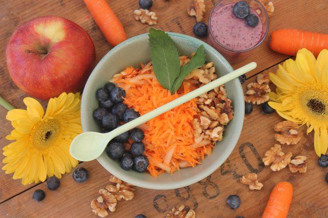 Karotten-Apfel-Nuss Salat von oben
