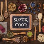 Verschiedenstes Superfood (Pulver, Samen, Nüsse, usw.)