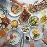 Gedeckter Tisch mit oberösterreichischen Schmankerln