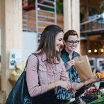 Ernährungsliebe Diätologinnen beim Einkaufen