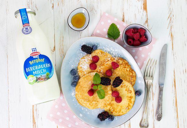 Topfen-Pancakes mit frischen Beeren von Schärdinger