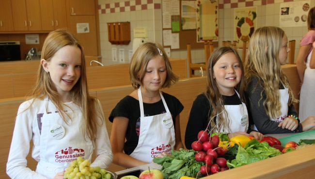 Kinder kochen mit Genussland-Schürzen