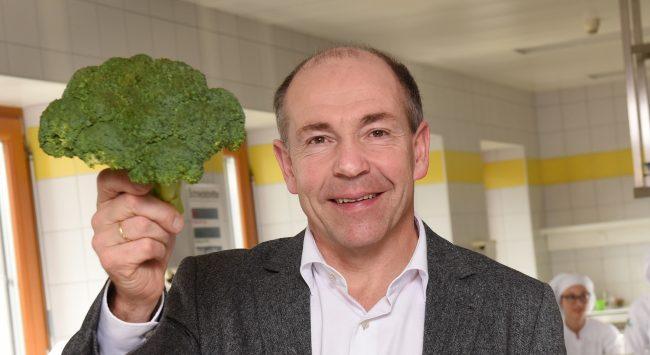 Agrar-Landesrat Max Hiegelsberger mit heimischem Superfood